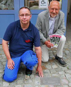 Maik Aernecke (links) und Jürgen Lenski (rechts) bei der Eröffnung des Winckelmann-Pfads